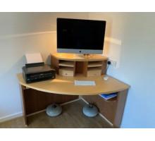 L-образный угловой компьютерный стол с ящиками и полками, цвет - орех
